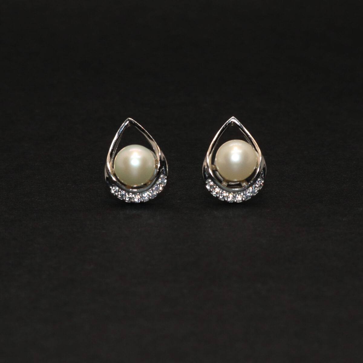 nature earrings in silver and pearl